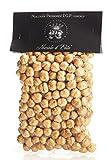 Haselnüsse aus Piemont. Nüsse ganz geschält. Geröstete Haselnuss. Haselnusskerne von Nocciole...
